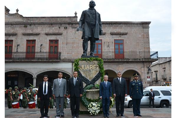 Recuerdan a Benito Juárez en su aniversario luctuoso