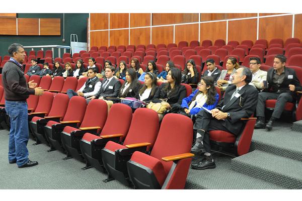 Recibe Poder Judicial de Michoacán a estudiantes de  la universidad La Salle