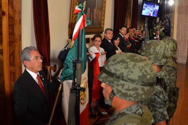 Conmemoran tres poderes en Michoacán el grito de independencia