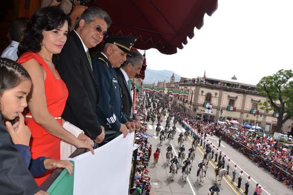 Celebran 204 aniversario del inicio de la Independencia de México con desfile cívico militar