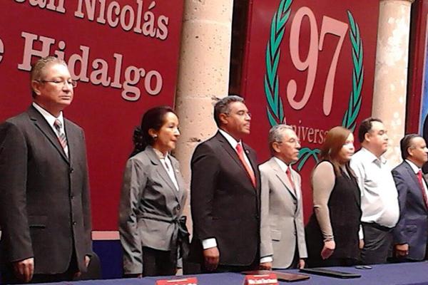 Festejan 97 aniversario de la Universidad Michoacana de San Nicolás de Hidalgo