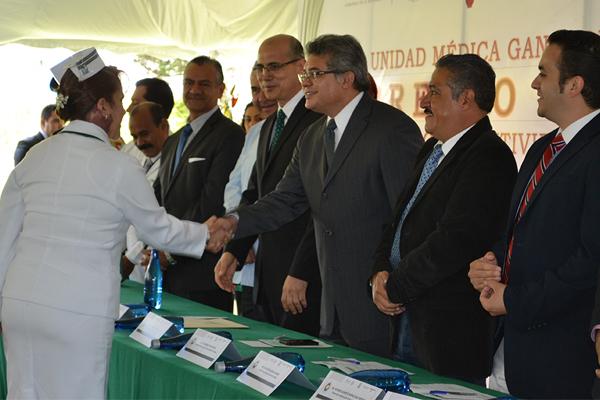 Autoridades estatales reconocen trabajo médico en Zacapu