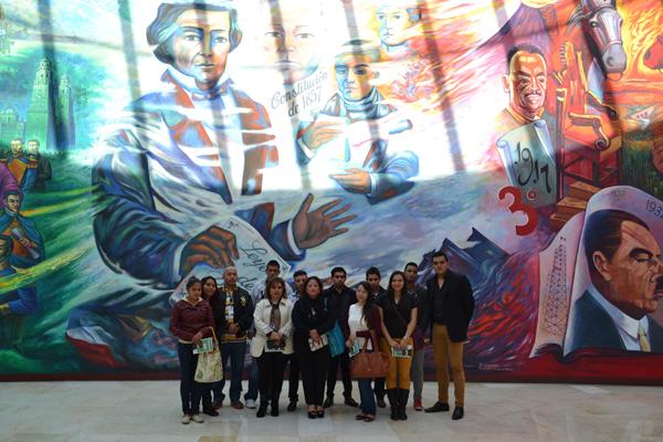 Estudiantes realizan visita guiada en el Palacio de Justicia José María Morelos