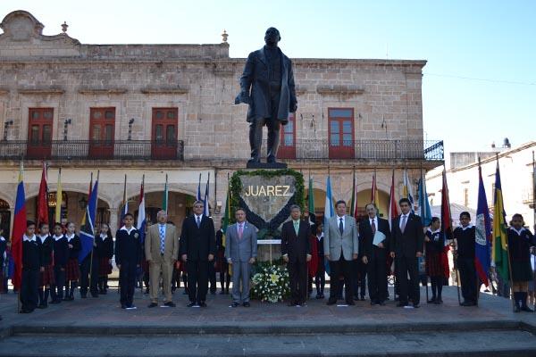 Realizan ceremonia conmemorativa del natalicio de Benito Juárez