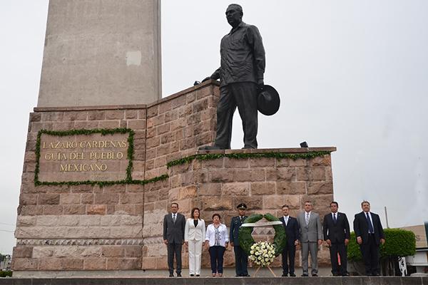 Autoridades locales recuerdan el natalicio del General Lázaro Cárdenas del Río