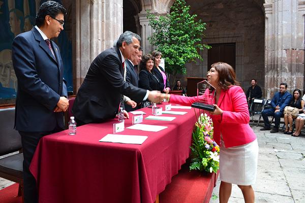Autoridades locales reconocen trayectoria de abogadas michoacanas