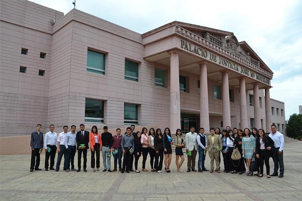 Recibe Poder Judicial de Michoacán a estudiantes de Derecho