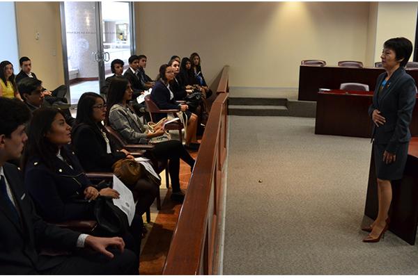Alumnos de la Universidad Vasco de Quiroga visitan el Poder Judicial de Michoacán