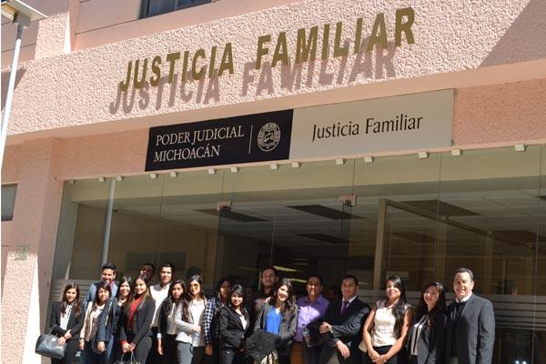 Estudiantes de la carrera de Derecho de la Universidad Don Vasco visitaron el Palacio de Justicia