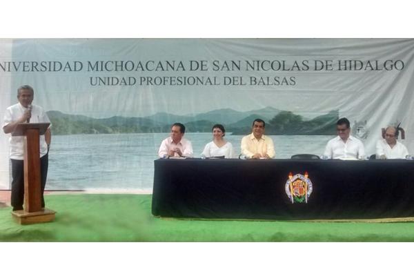 Juristas de Huetamo participan en curso sobre oralidad en materia familiar