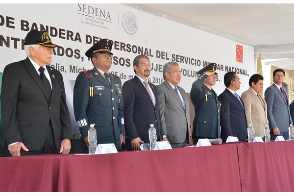 Poder Judicial de Michoacán presente en la toma de protesta de bandera a soldados