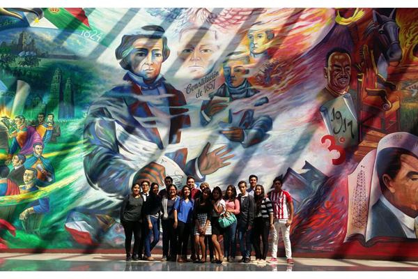 Estudiantes de preparatoria visitan el Palacio de Justicia José María Morelos