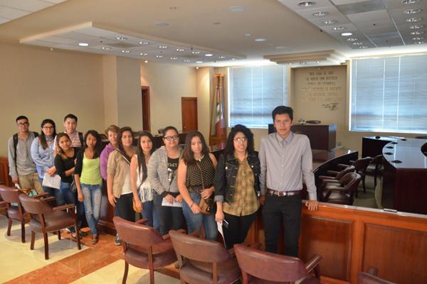 Recorren alumnos de la Preparatoria Isaac Arriaga instalaciones del Poder Judicial