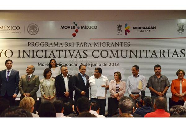 Autoridades de los tres niveles de gobierno entregan apoyo a migrantes