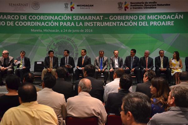 Autoridades estatales y federales firman convenio en materia de medio ambiente