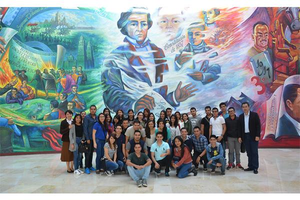 Recibe Poder Judicial de Michoacán a estudiantes de la Universidad Don Vasco