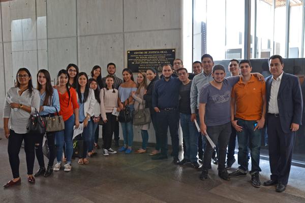 Universidad Don Vasco de Uruapan visita el Poder Judicial de Michoacán