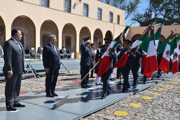 Participa Poder Judicial de Michoacán en el abanderamiento de instituciones educativas