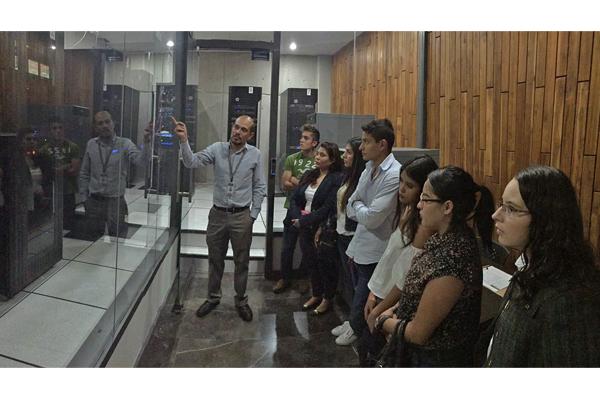 Alumnado de la UVAQ visita el Poder Judicial de Michoacán