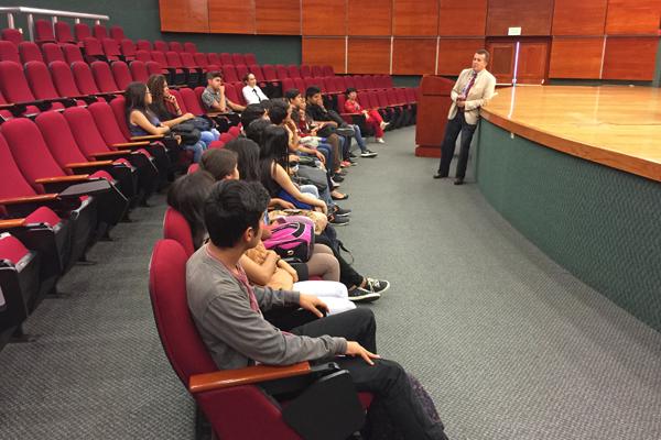 """Preparatoria """"José María Morelos y Pavón"""" de la UMSNH conoce la función del Poder Judicial de Michoacán"""
