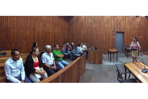 Jueza de oralidad charla con grupo de ciudadanos sobre el sistema penal acusatorio