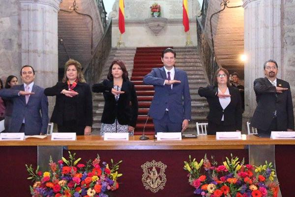 """Autoridades municipales reconocen trabajo altruista con Presea """"Amalia Solórzano"""""""