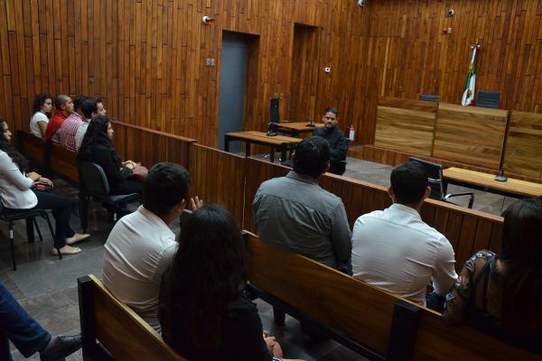 Recibe Poder Judicial de Michoacán a grupo de universitarios