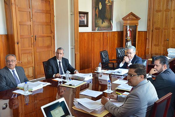 Consejeros de la institución sesionan en el Palacio de Justicia del Centro Histórico