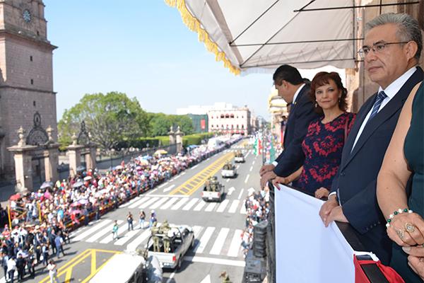 Poder Judicial de Michoacán presencia desfile cívico-militar con motivo del 207 aniversario del inicio de la Independencia mexicana