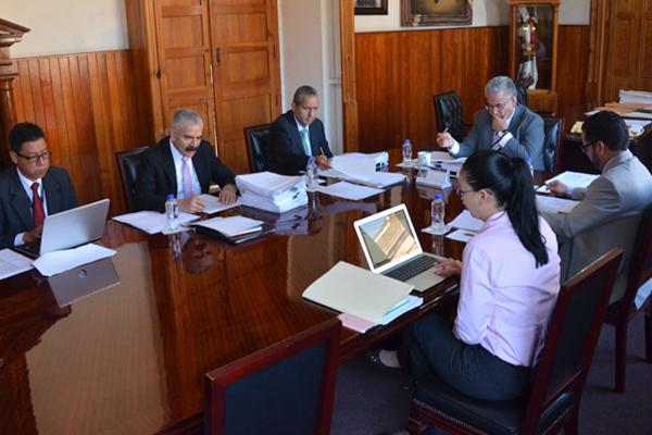 En sesión ordinaria, Comisión de Administración revisa asuntos financieros de la institución