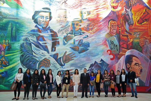 Palacio de Justicia José María Morelos recibe a estudiantes de UNID Uruapan