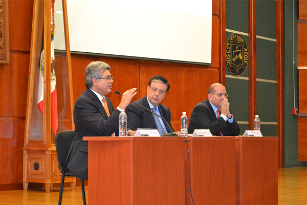 Jaime Cárdenas Gracia, imparte conferencia magistral en el Palacio de Justicia José María Morelos