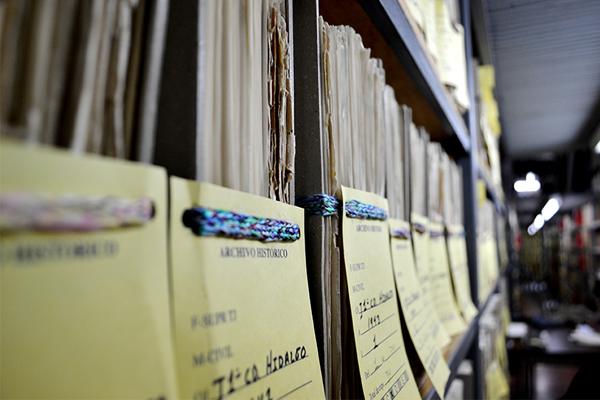 Garantizar la preservación de documentos históricos y brindar un mejor servicio en el área de consulta, los objetivos.