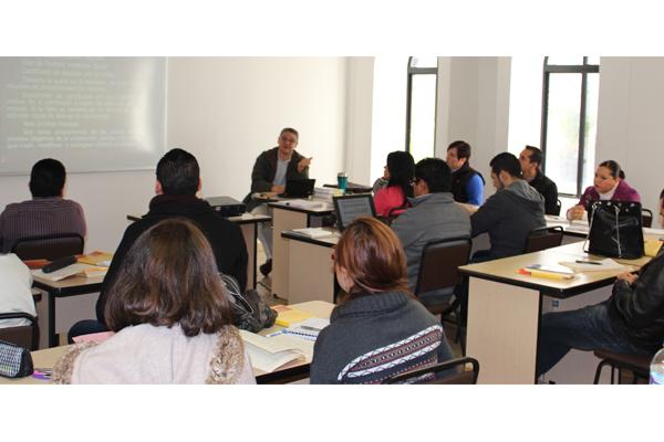 A través de cursos, diplomados y talleres se contribuye a un mejor desempeño de los servidores públicos
