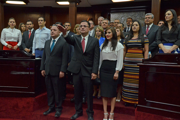 Dicha determinación se deriva de los resultados del concurso de oposición para ocupar el cargo