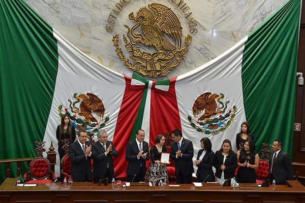Con dicha distinción, autoridades estatales reconocen trayectoria del artista Agustín Cárdenas