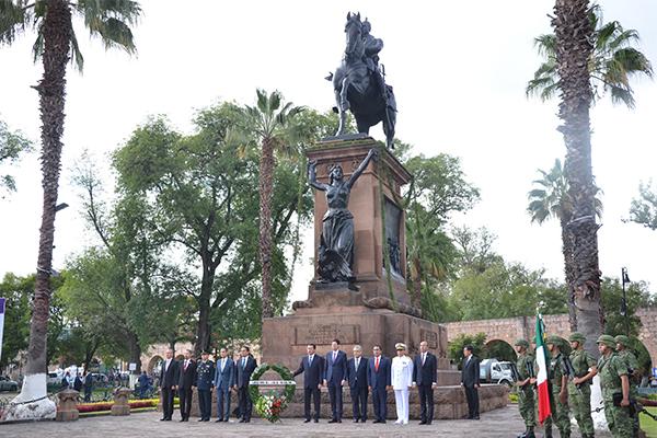 Recorrido en bando solemne y desfile cívico militar, algunas de las actividades conmemorativas