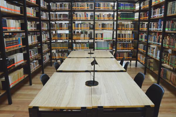 Más de 14 mil títulos disponibles en la Biblioteca