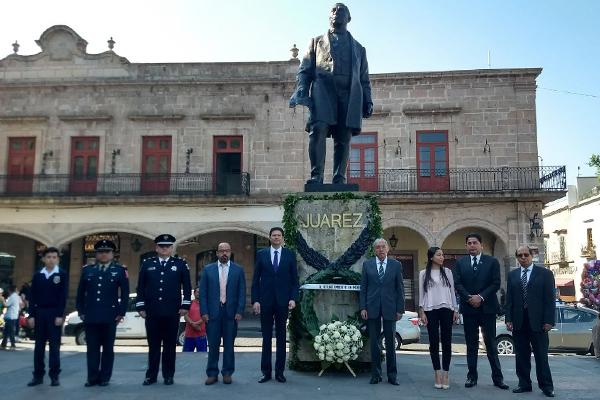 Autoridades locales realizan acto cívico conmemorativo por el aniversario del natalicio de Benito Juárez