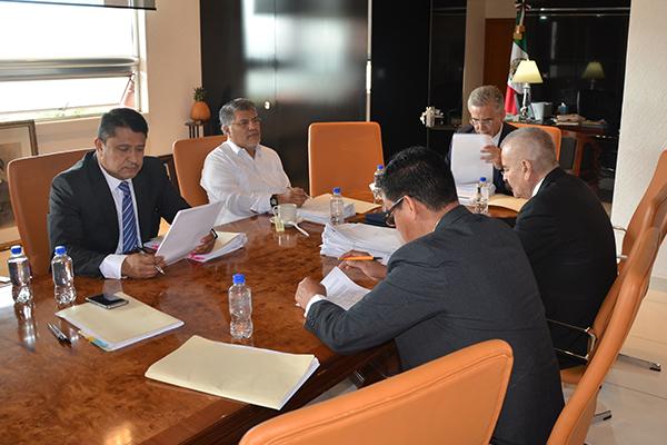Consejeros de la Comisión de Administración se reúnen en sesión