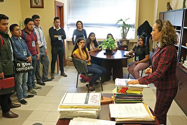 El Poder Judicial de Michoacán recibe a estudiantes de Derecho de la UMSNH