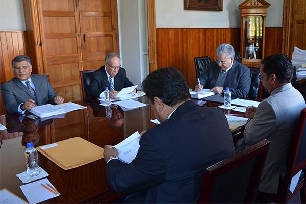 Consejeros de la institución realizan sesión ordinaria de pleno