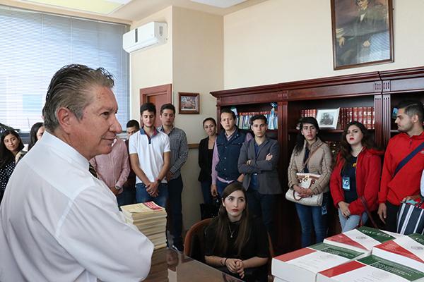 Un grupo de estudiantes provenientes de Sahuayo recorre distintas áreas del Poder Judicial en Morelia