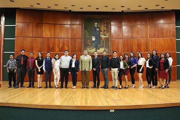 Grupo de estudiantes proveniente de Lázaro Cárdenas conoce de la administración de justicia en el estado