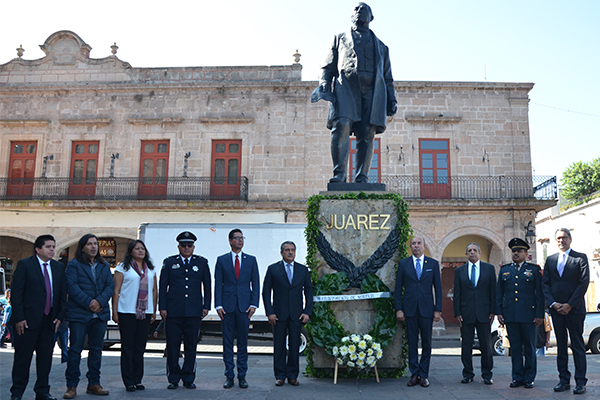 Autoridades estatales y municipales recuerdan el natalicio de Benito Juárez