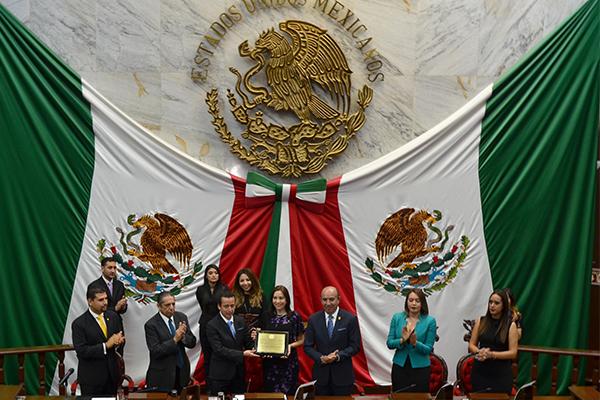 En acto solemne, la 74 legislatura del Congreso local reconoce a la Universidad Latina de América