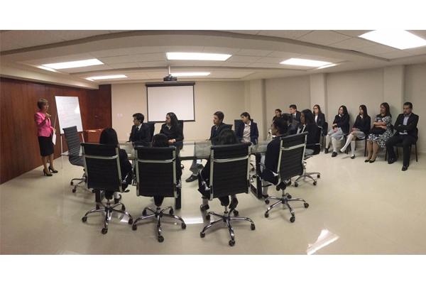 Magistrada María Cristina Torres Pacheco realiza charla con jóvenes del Colegio Salesiano nivel bachillerato