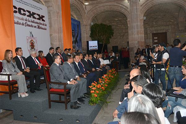 Autoridades locales celebran aniversario de la instauración de los estudios de Derecho en Michoacán