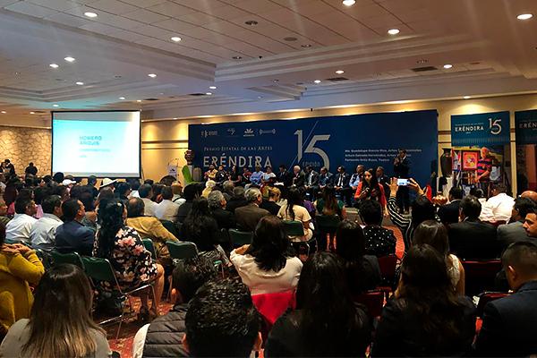 En ceremonia entregan Premio Estatal de las Artes Eréndira 2019