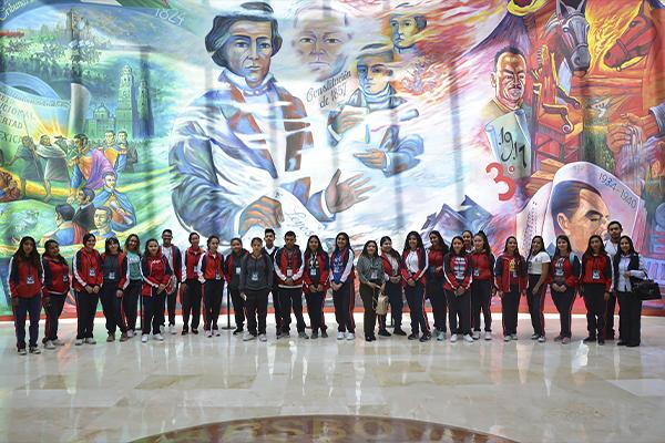 """Estudiantes del Centro de Estudios de Bachillerato """"Dr. Ignacio Chávez"""" de Queréndaro conocen el Poder Judicial de Michoacán"""
